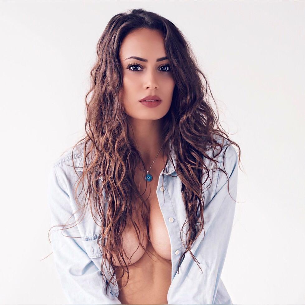 Nabila Badda  nackt