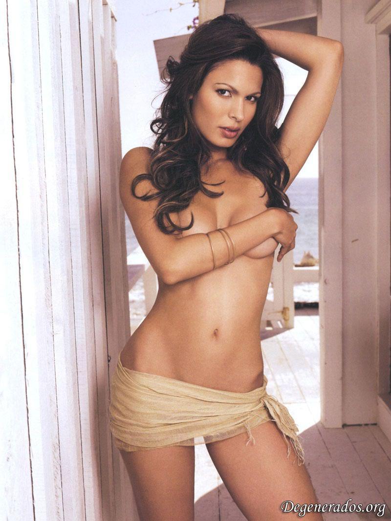 Nadine Velazquez desnuda en The League 4x08 La