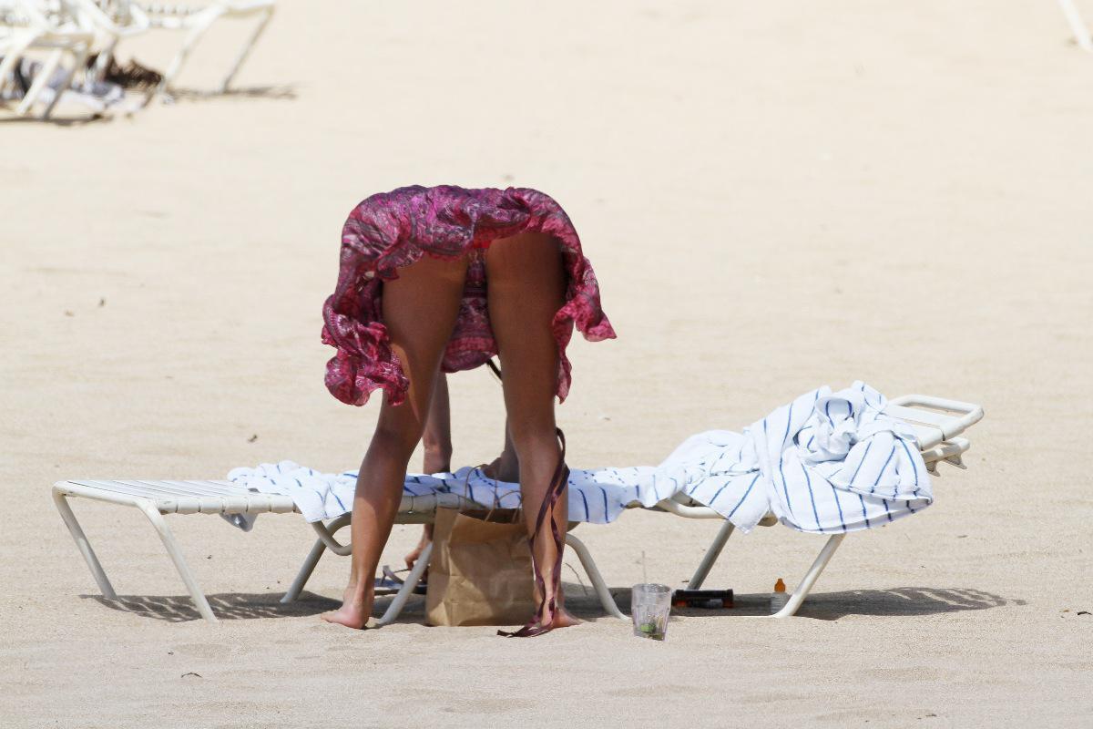 Voyeur fetish upskirt undies candid public sport beach