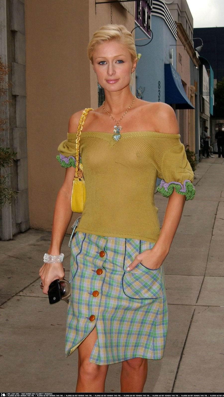 Прозрачной блузке и без трусов 7 фотография