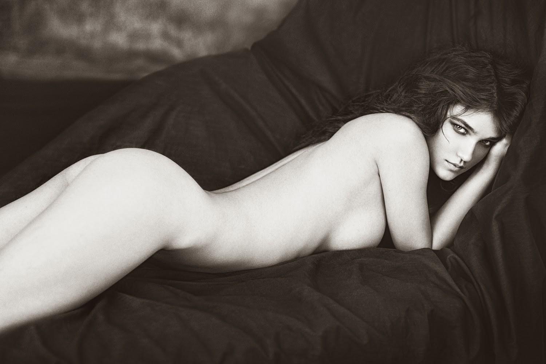 Paula Beer Nude In The Picture Never Look Away