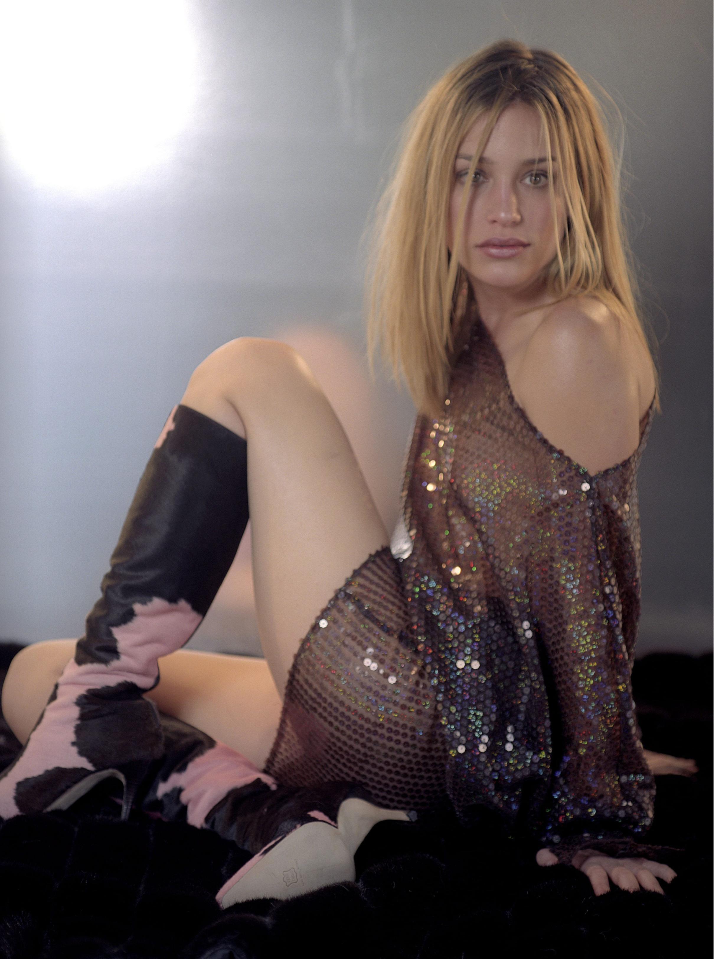 Piper perabo and jessica pare nude lost and delirious - 3 2