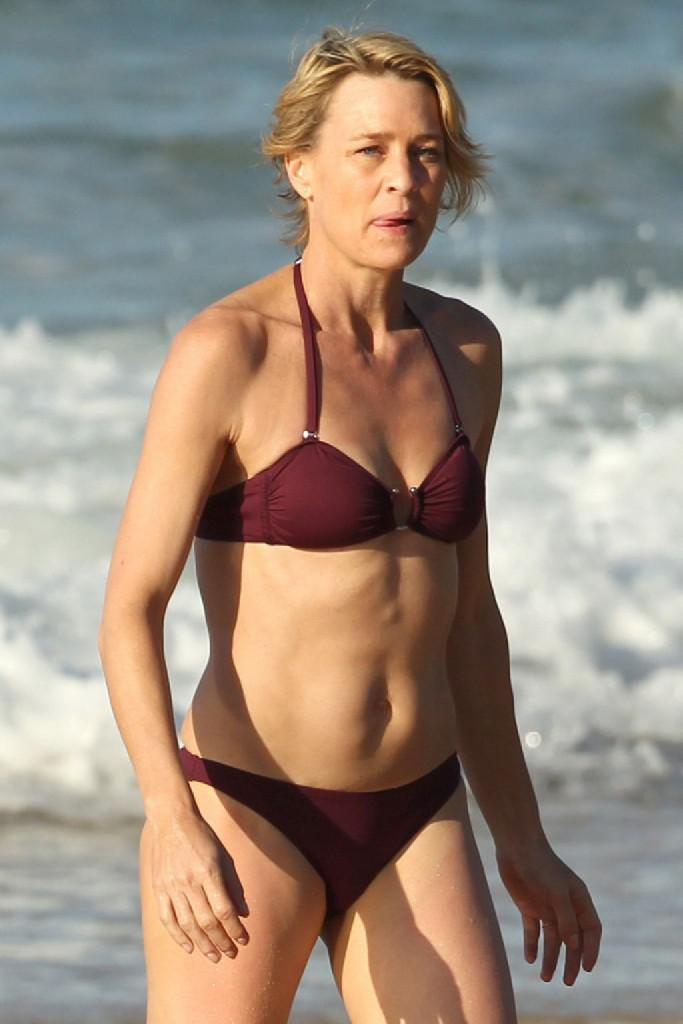 Robin Wright In Bikini 683x Kb