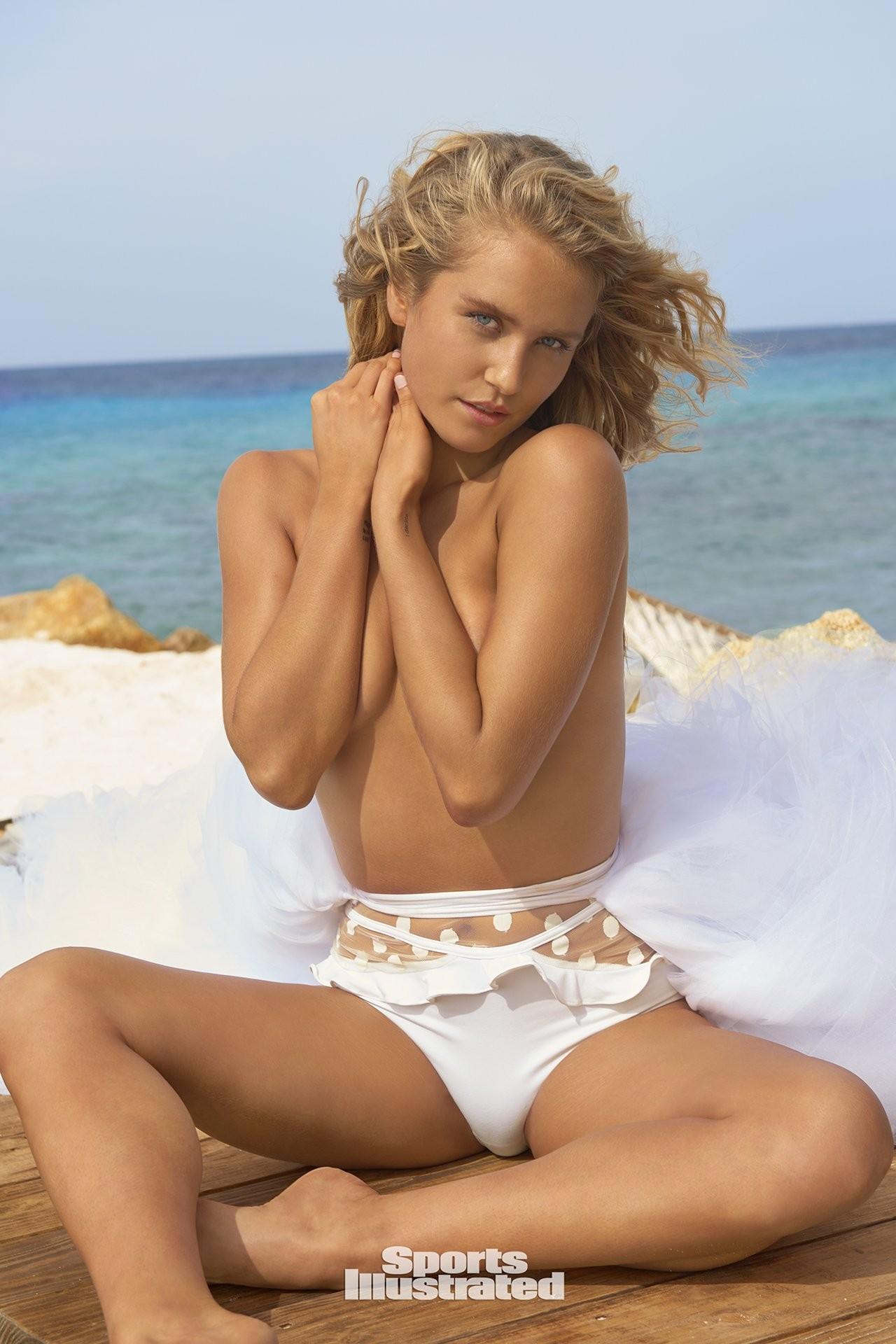 nudes (47 photos), Ass Celebrity photo