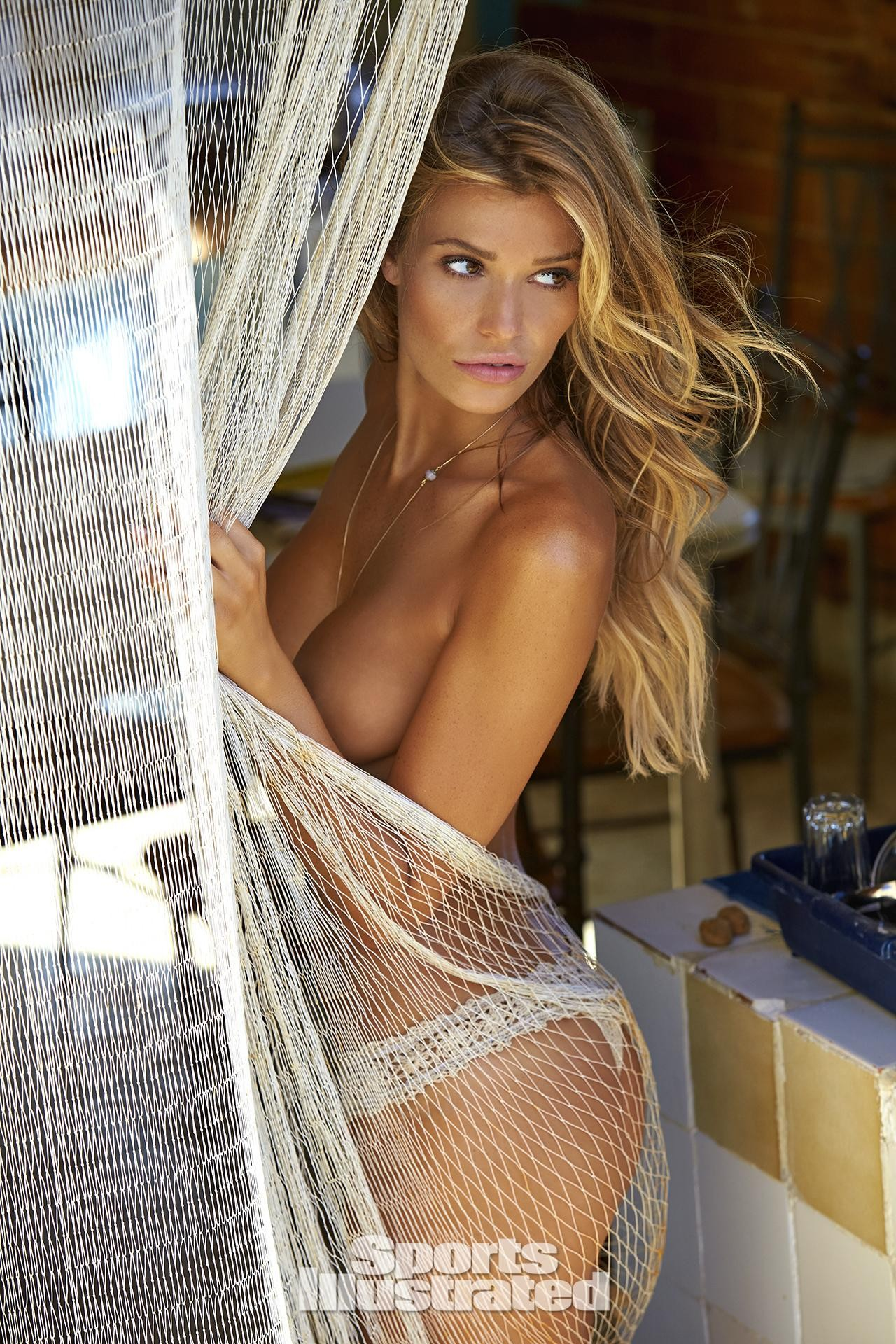 Samantha Hoopes In Si Swimsuit  46 Kb