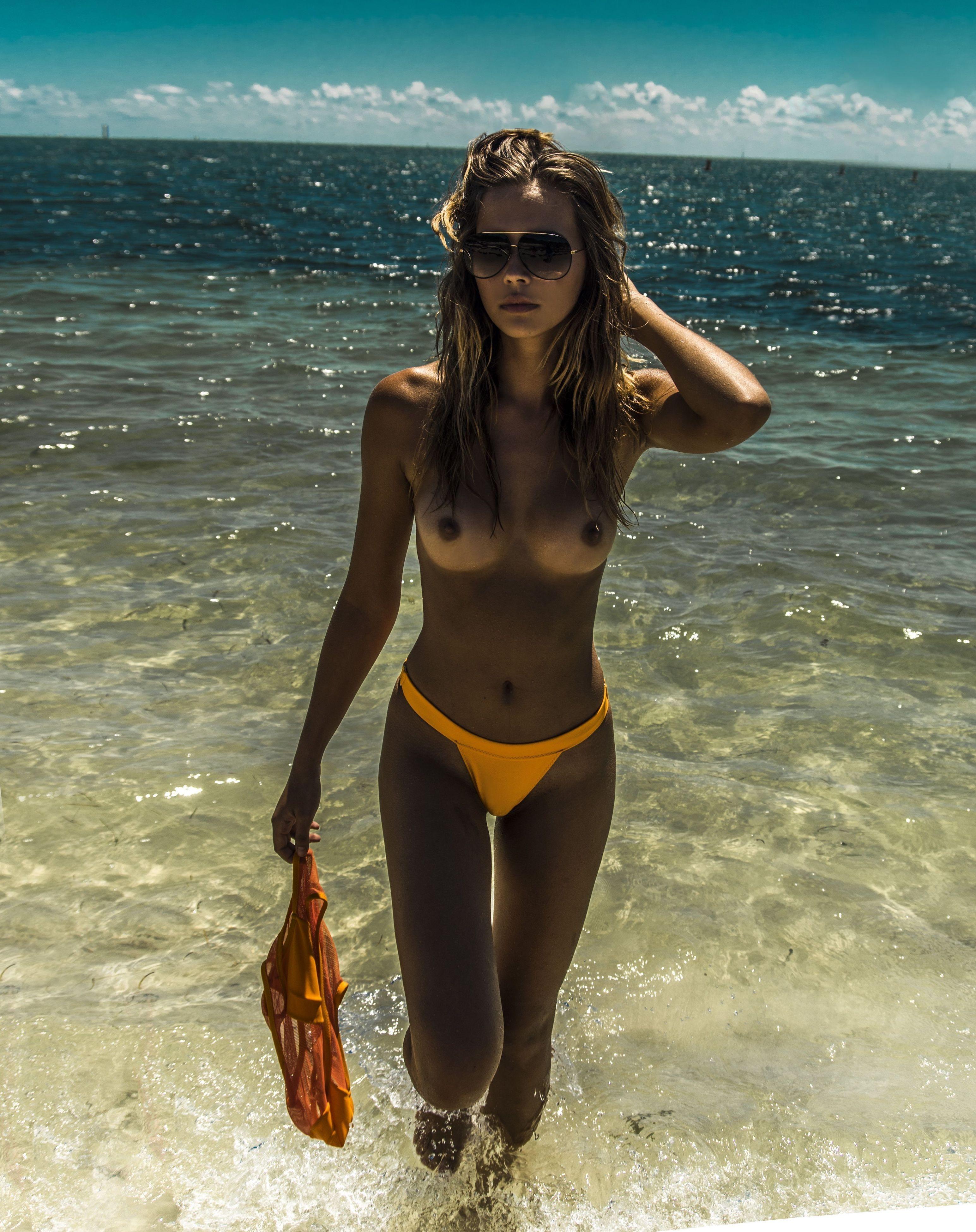 Sandra Kubicka Nude Naked Pics And Videos Imperiodefamosas