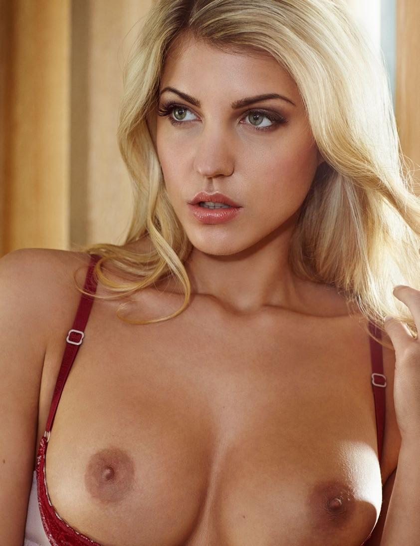 Sara cutie topless — pic 4