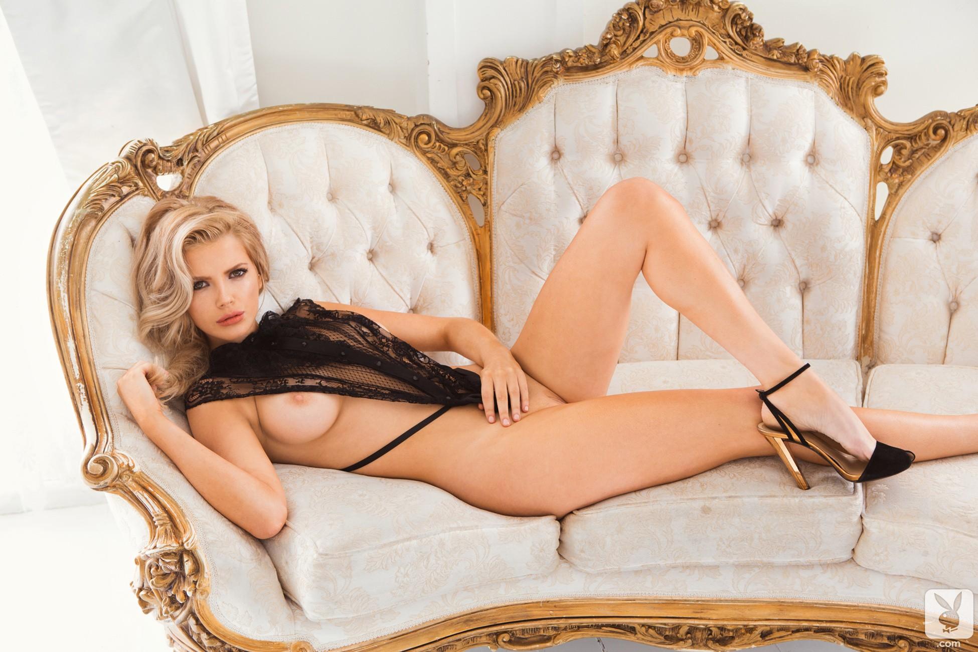 stephanie-hewette-naked-sexy-bilini-babes