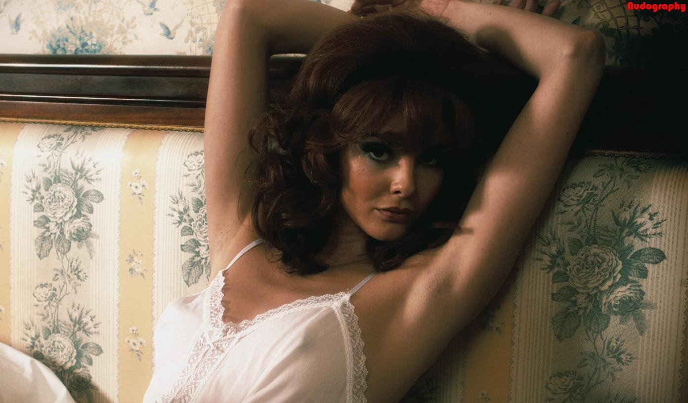Tamsin Egerton fotos modelo video desnuda Britanica