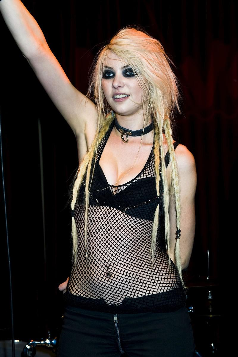 Taylor Momsen nude - Page 3 pictures, naked, oops, topless ...