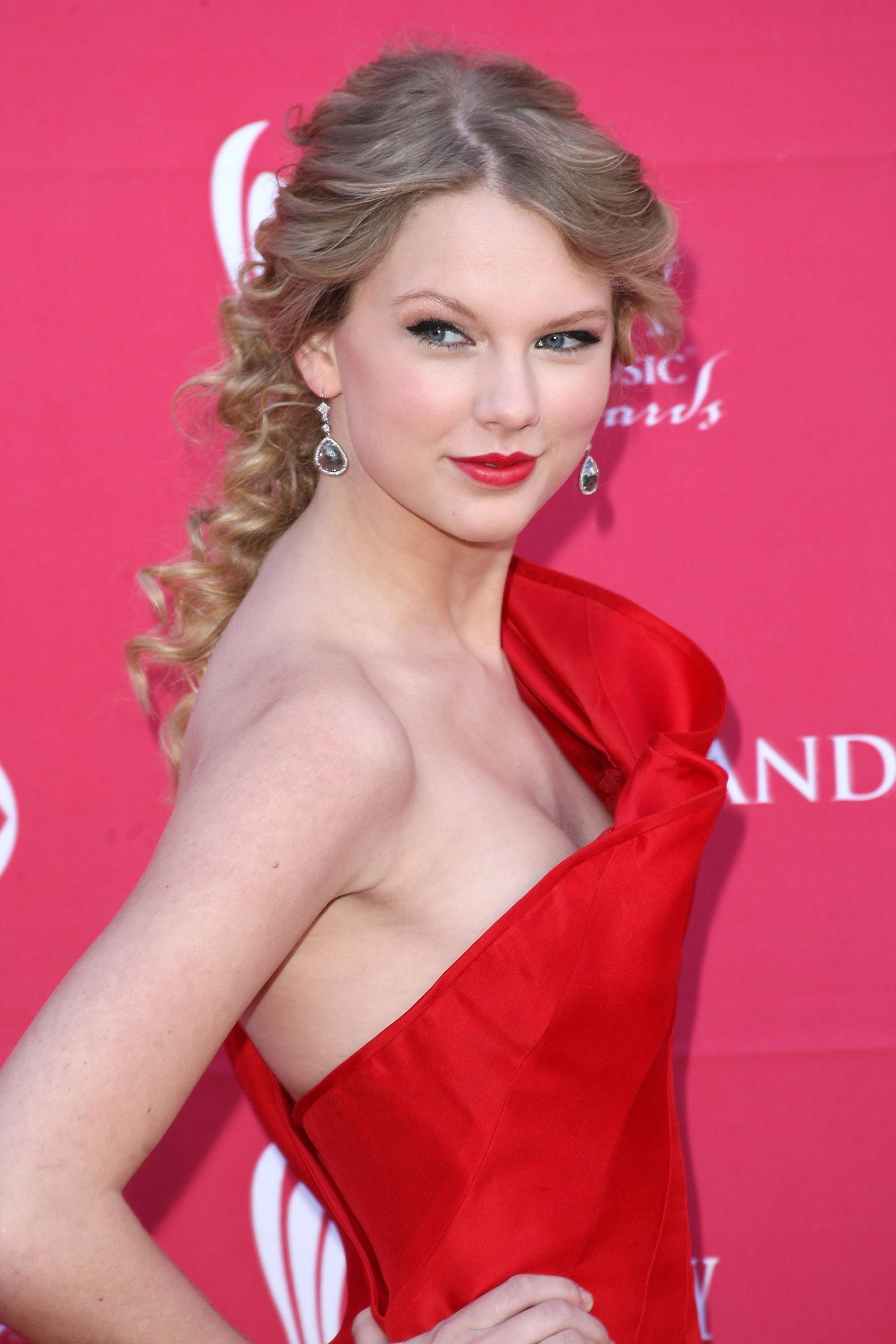 Taylor Swift Nude - Page 17 Pictures, Naked, Oops, Topless, Bikini, Video, Nipple-2655