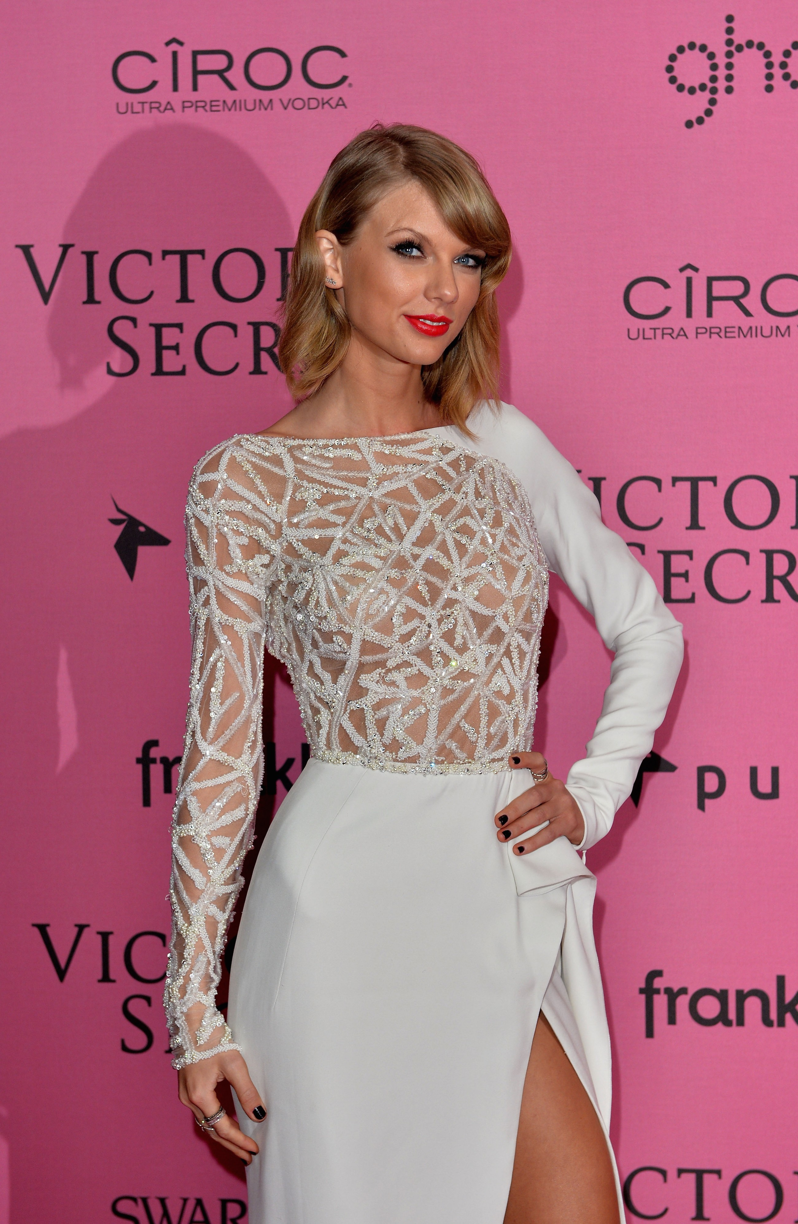 Taylor Swift Nude - Page 3 Pictures, Naked, Oops, Topless, Bikini, Video, Nipple-3503