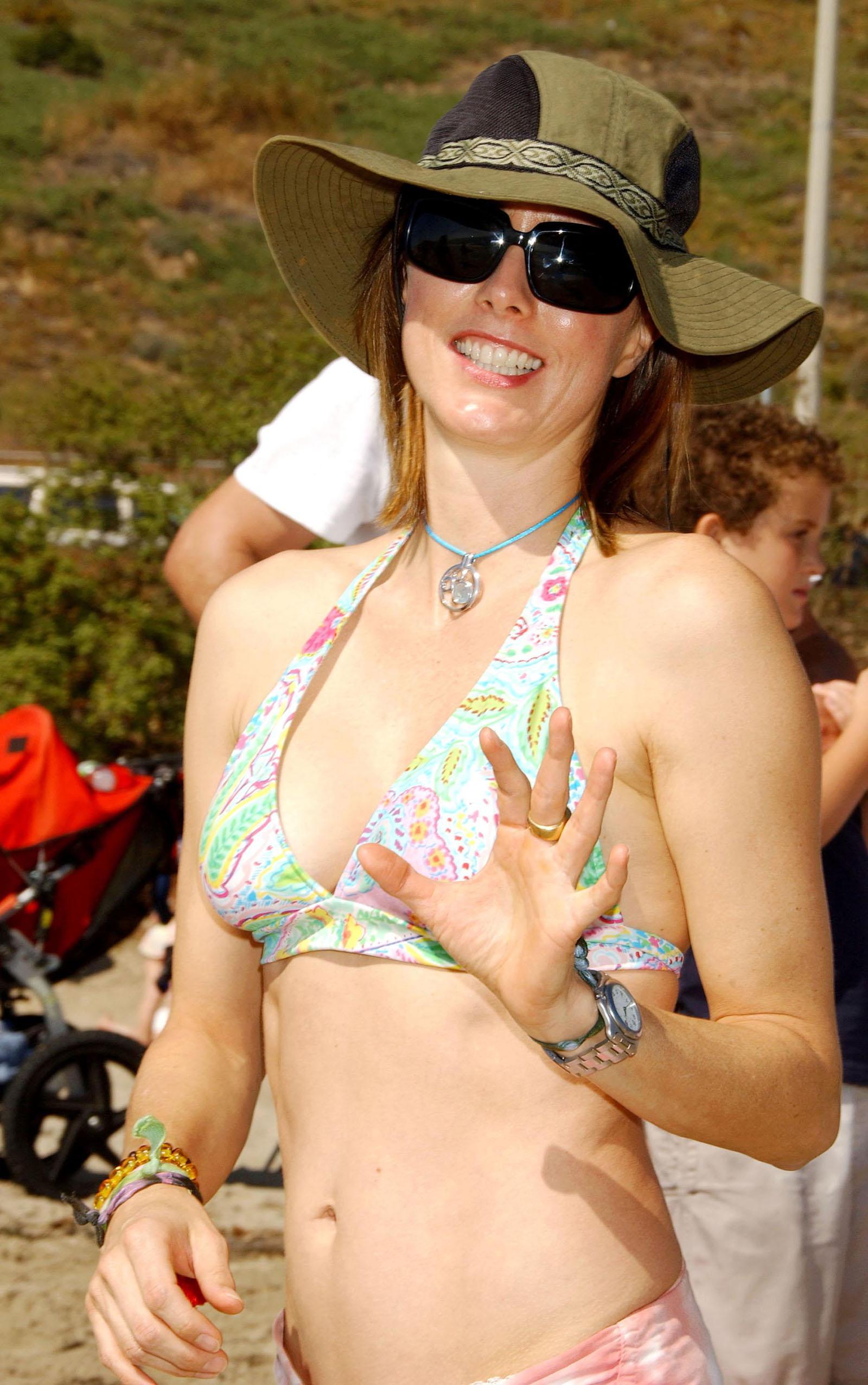 Téa Leoni nude Hot