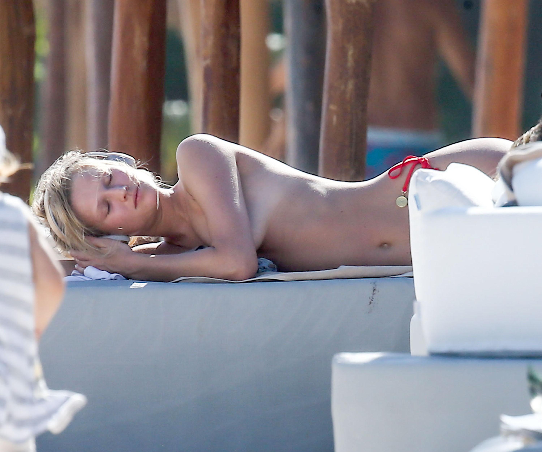 Free pics toni nille topless — photo 7