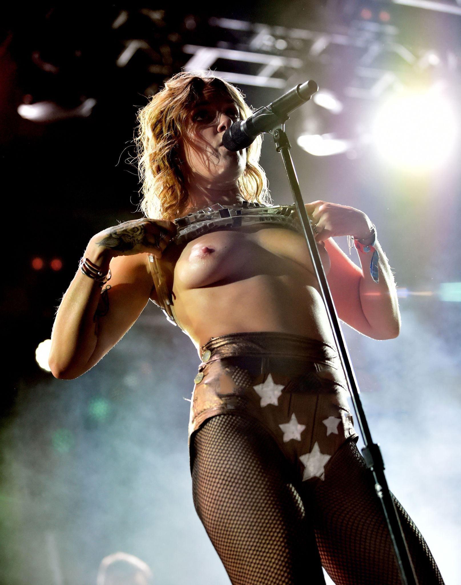 Sing naked
