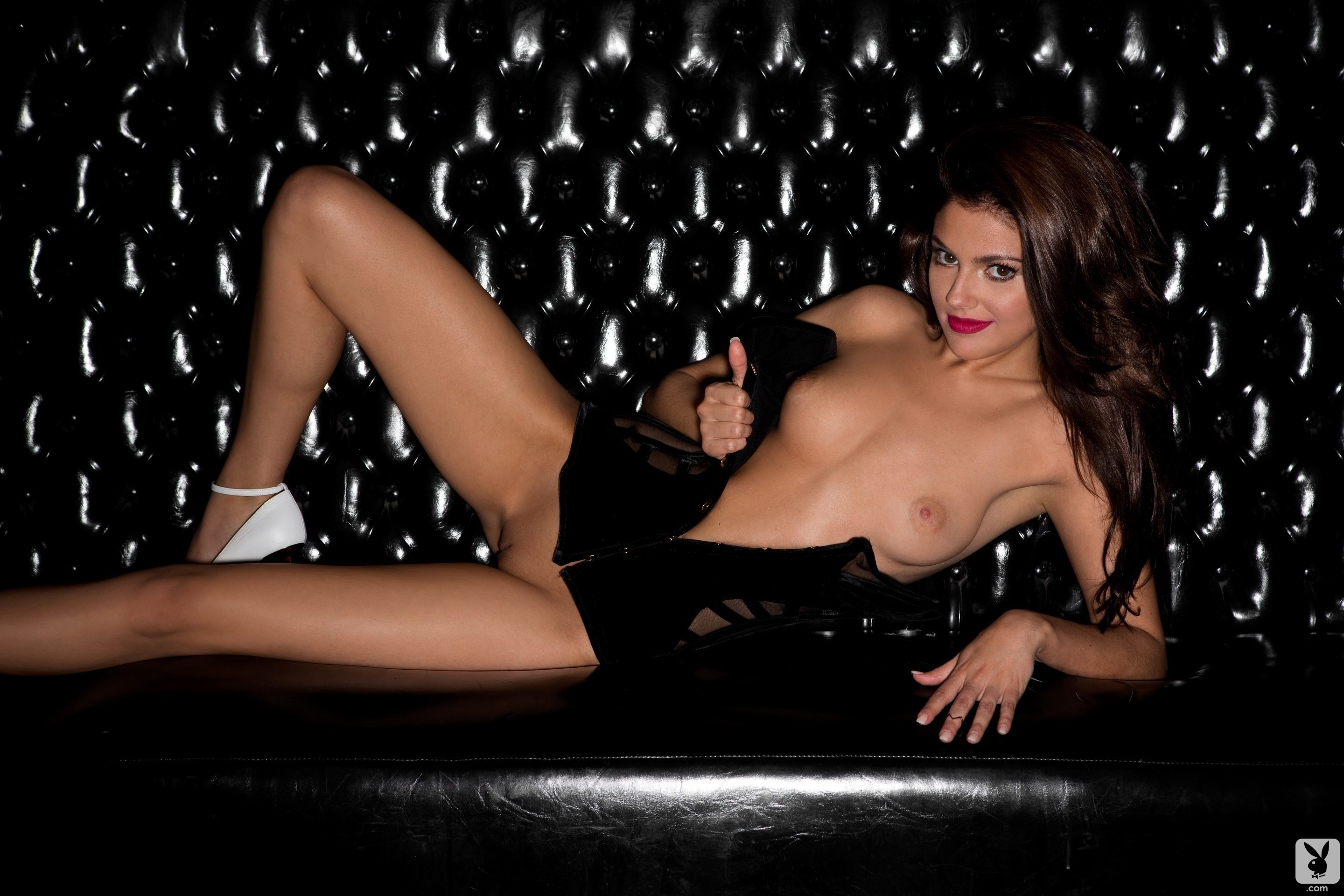 Rock free video of a naked glamour shoot