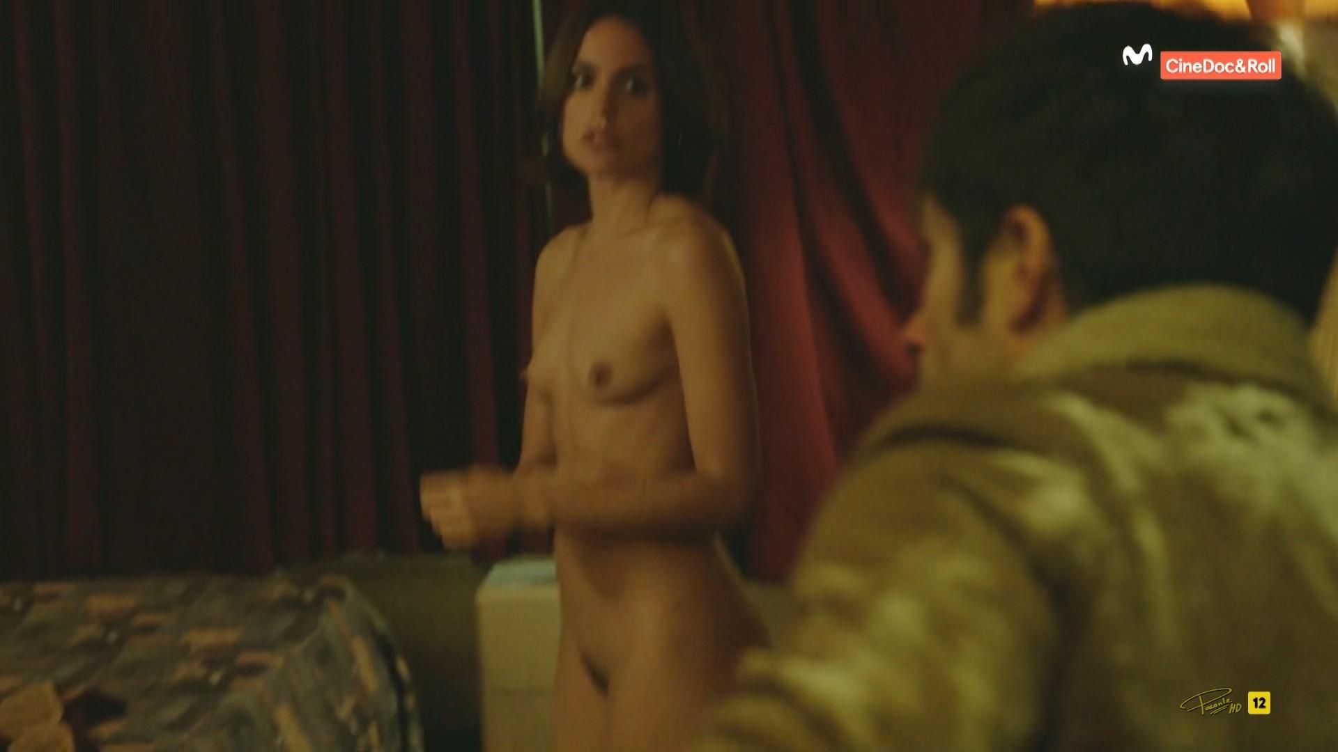 Jennifer dark nude