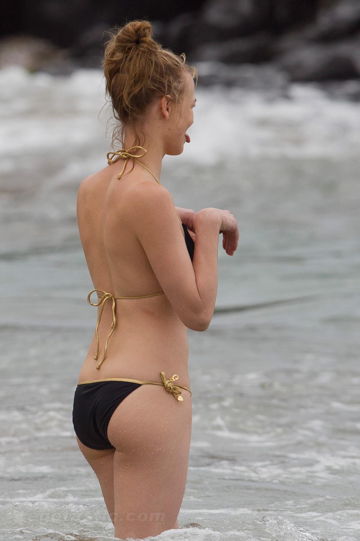 Yvonne strahovski nude manhattan night 2 - 2 part 10