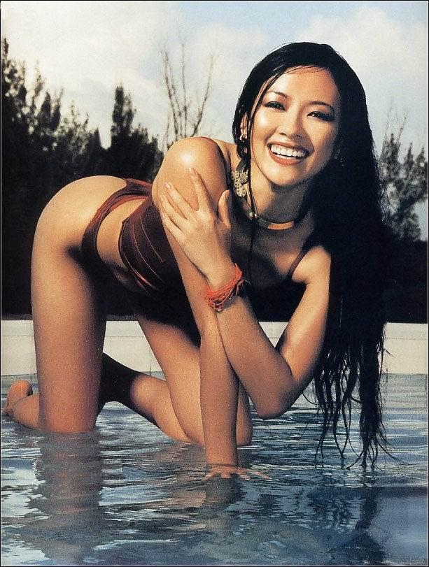Zhang ziyi desnuda en la playa