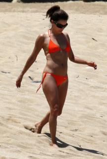Eva Longoria en Bikini [800x1182] [100.82 kb]