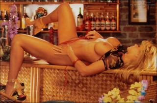 Donna D'Errico in Playboy Nude [1504x993] [195.51 kb]