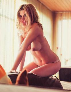 Nina Bott en Playboy Desnuda [1006x1300] [168.33 kb]