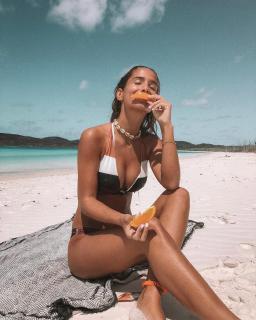 María Pombo in Bikini [1080x1350] [471.12 kb]