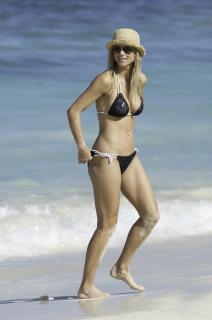 Elin Nordegren en Bikini [1527x2300] [213.41 kb]