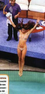 Patricia Manterola en Bikini [450x926] [88.55 kb]