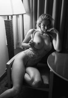 Genevieve Morton Nude [1335x1920] [436.71 kb]