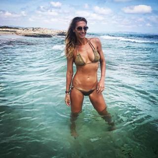 Mónica Pont en Bikini [1080x1080] [251.53 kb]