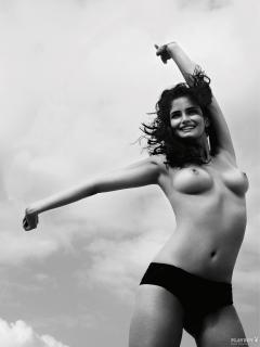 Shermine Shahrivar en Playboy Desnuda [1200x1600] [248.97 kb]