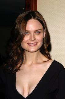 Emily Deschanel [1632x2464] [232.34 kb]