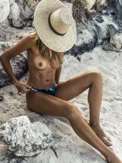 Sandra Kubicka en Treats! Magazine Desnuda [2259x3001] [1316.52 kb]