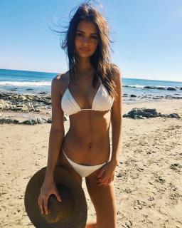 Emily Ratajkowski en Bikini [1080x1349] [394.08 kb]