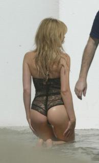 Kylie Minogue [674x1111] [67.76 kb]