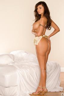 Krystle Lina en Playboy Desnuda [683x1024] [96.58 kb]