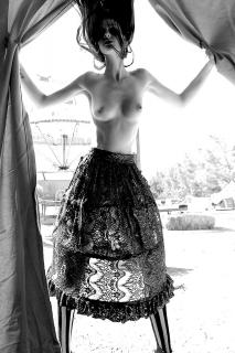 Lydia Hearst en Treats! Magazine Desnuda [800x1200] [269.89 kb]