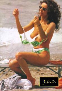 Emanuela Folliero dans Topless [376x550] [31.92 kb]