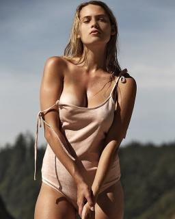 Megan Moore [750x937] [114.99 kb]