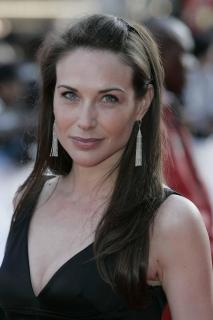 Claire Forlani [2336x3504] [366.98 kb]