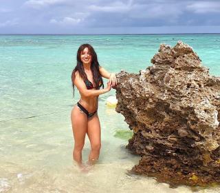 María Hinojosa en Bikini [1080x948] [291.88 kb]