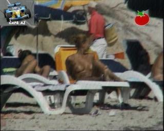 Vania Millán in Topless [720x576] [109.74 kb]