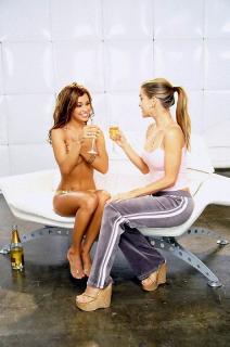 Carmen Electra & Jennifer Walcott [530x800] [69.56 kb]