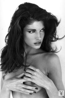 Stephanie Seymour en Playboy Desnuda [530x800] [97.7 kb]