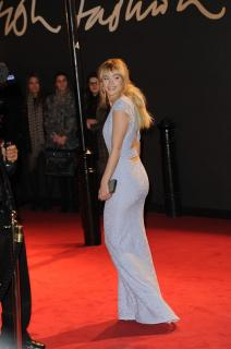 Suki Waterhouse [798x1200] [80.77 kb]