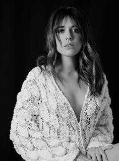 Adriana Ugarte en Vim Magazine [1051x1421] [275.98 kb]