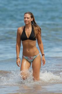 Anna Torv en Bikini [2000x3000] [496.93 kb]