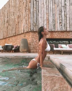 María Pombo in Bikini [1080x1350] [522.62 kb]