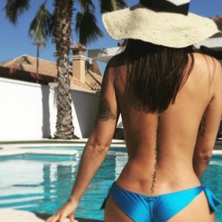 Lola Ortiz en Bikini [1080x1080] [124.54 kb]